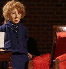 """El sillón presidencial con su """"muñeco"""" se instalan en el Teatre Sans"""